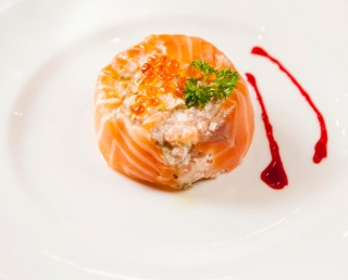 Salmon tartar with coulis